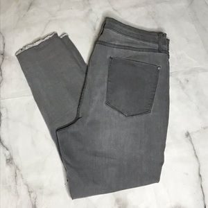 💥 JustFab gray raw hem skinny jeans 34